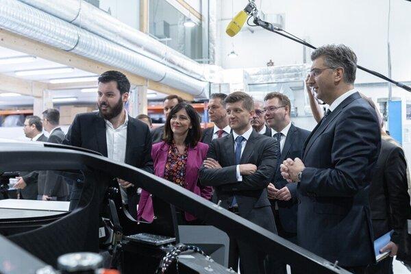 Mate Rimac(v ľavo) a chorvátsky premiér Andrej Plenkovič
