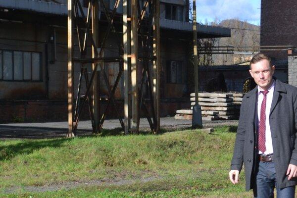 Primátor Hnúšte Roman Lebeda verí, že príchod nových investorov pribrzdí odlev mladých ľudí z mesta.