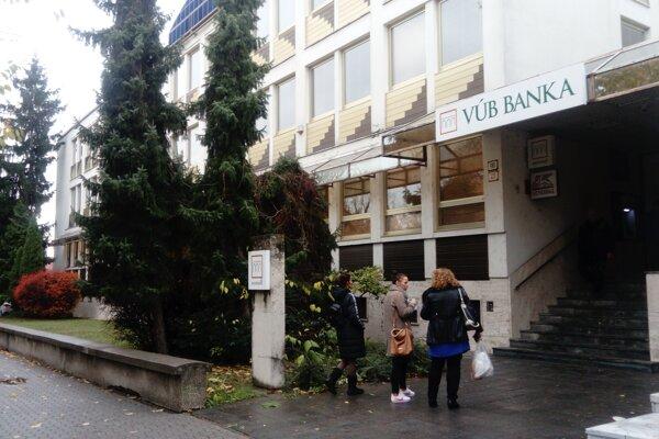 Do levickej pobočky VÚB banky sa dnes pokúsili vlámať.
