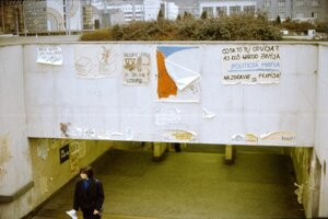 Fenoménom Nežnej revolúcie sa stali plagáty a letáky.