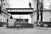 Ochádzame, ale priateľstvo ostáva. Takýmto heslom umiestneným nad tribúnou sa s Rožňavou lúčili sovietski vojaci.