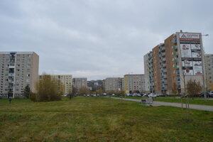 Investor v minulosti staval aj bytovku v pravo spolu s parkoviskom.