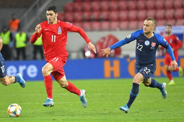 Stanislav Lobotka v zápase proti Azerbajdžanu.