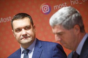 Predseda strany Šanca Viliam Novotný a predseda strany Most-Híd Béla Bugár.