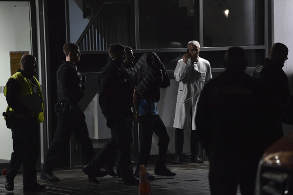 Muž, ktorého policajti zadržali v nemocnici v Berlíne 19. novembra 2019. Syna bývalého nemeckého prezidenta Richarda von Weizsäckera dobodal útočník na verejnej prednáške na berlínskej klinike, na ktorej viedol interné oddelenie.