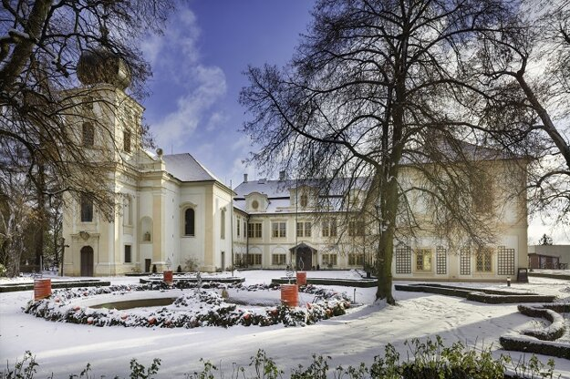 Zámok Loučeň s najväčším adventným vencom v Českej republike
