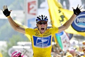 Lance Armstrong po jednom zo svojich víťazstiev na Tour de France.