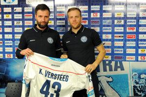 Zľava: Generálny manažér HK Nitra Tomáš Chrenko a nový hráč Kris Versteeg.