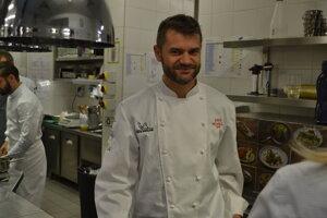 Enrico Bartolini si vyskúšal varenie v kuchyni tatranského hotela.