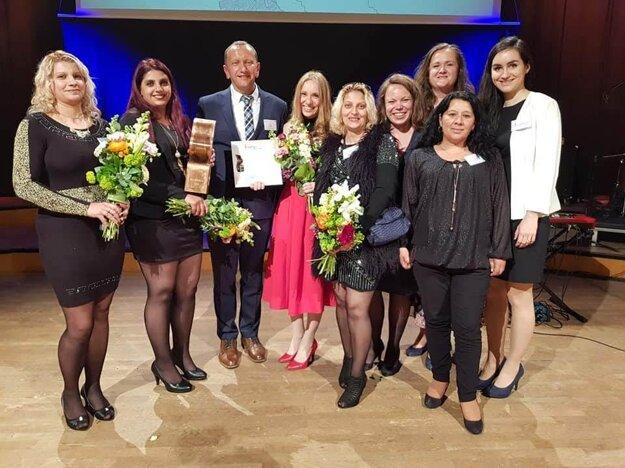 Omamy z našich chudobných osád vybojovali vo Viedni na európskej cene za sociálne inovácie SozialMarie 2019 prvé zlato v histórii pre Slovensko