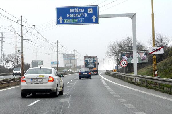 Frekventovaný úsek hlavného ťahu Košice - Rožňava medzi krajským mestom a U. S. Steelom zdegradujú z cesty pre motorové vozidlá (rýchlostná cesta) na cestu I. triedy.