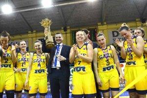 Tréner P. Jankovič (v strede) zažil v Good Angels najúspešnejšie časy.