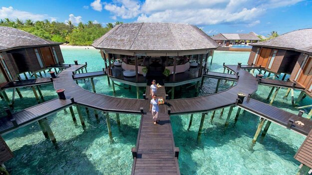 Lily Beach Resort & Spa Huvahendhoo
