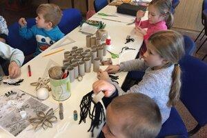 Vianočné ozdoby robili deti v Litmanovej.