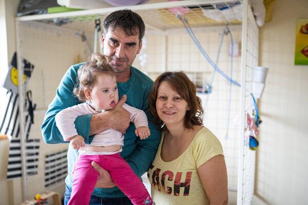 Emma Beňušková so svojimi rodičmi Mariánom a Silviou