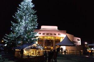 Program udalostí na námestí, hrade a v iných častiach mesta počas celého vianočného obdobia.