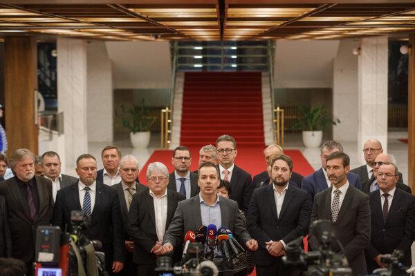 Tlačová konferencia poslaneckého klubu Smeru.