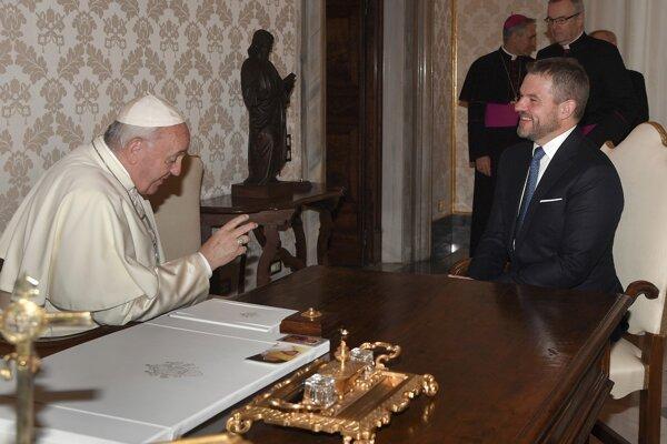 Premiér na audiencii u pápeža.