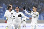 Radosť hráčov Slovana po strelení gólu - ilustračná fotografia.