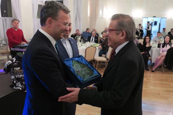Predseda VsFZ Richard Havrilla (vľavo) zbilancoval končiaci sa kalendárny rok.