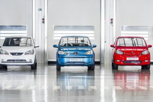 Trojica malých elektrických vozidiel vyrábaných v bratislavskom Volkswagene.