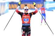 Nórka Marte Olsbuová Röiselandová sa teší po triumfe v sobotňajšej štafete žien na 4x6 km Svetového pohára v rakúskom Hochfilzene.