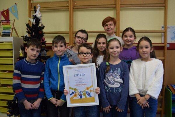 Ocenené deti zo Základnej školy v Sklených Tepliciach.