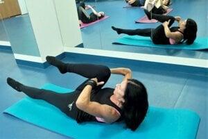 Mária Blechová predcvičuje pilates