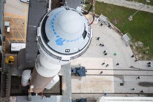 Kapsula CST-100 Starliner na vrchu rakety Atlas V.