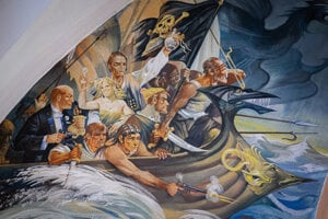 Maľba v kostole v obci Šaštín-Stráže. Piráti s Leninom a strieľajúcou mauzerovkou.