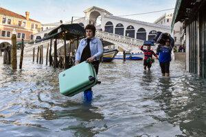 Benátky sú znova pod vodou.