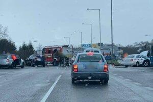 Nehoda na križovatke pod Bystričkou.