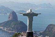 Rio de Janeiro; v popredí socha Krista Spasiteľa.