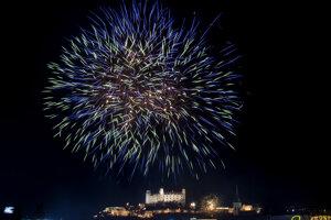 Zábavná pyrotechnika bola príčinou 56 požiarov, najviac ich bolo v Bratislavskom kraji.