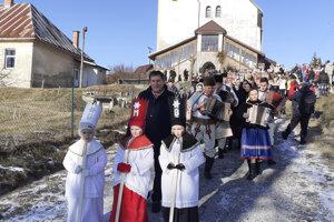 Niekoľko betlehemských skupín a Kubov z okresov Detva, Brezno a Poltár sa v nedeľu 29. decembra 2019 zišlo v Lome nad Rimavicou na už tradičných Pastierských hrách vianočných.