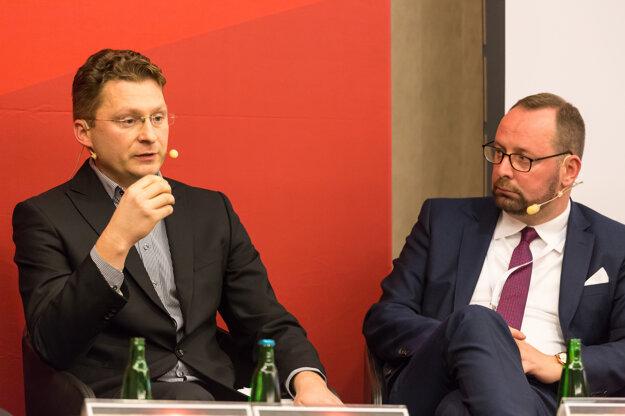 Šéf lekárskych odborov Peter Visolajský (vľavo) a riaditeľ NCZI Peter Blaškovitš.