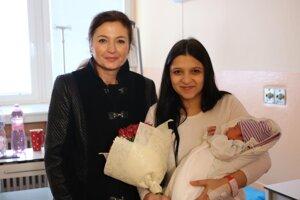 Malá Jasmina s 22-ročnou mamičkou Klaudiou.