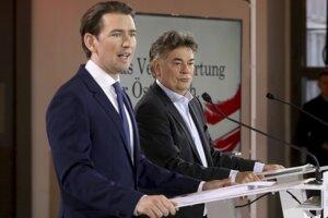 Predseda konzervatívnej Rakúskej ľudovej strany (ÖVP) a bývalý kancelár Sebastian Kurz a predseda strany Zelených Werner Kogler.