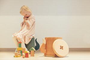 Nábytok a hračky z korku pre dievčatká