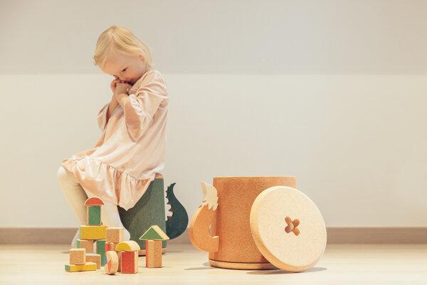 Nábytok a hračky z korku.