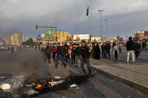 Protivládny demonštranti vyšli po útoku Iránu do ulíc.