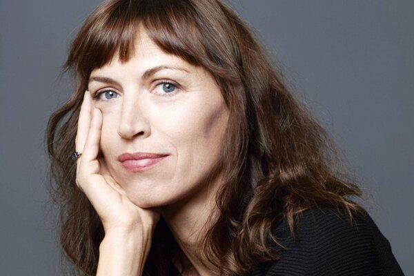 Spisovateľka Vanessa Springora pracovala ako redaktorka v knižnom vydavateľstve. Jej kniha Le Consentement otriasla Francúzskom.