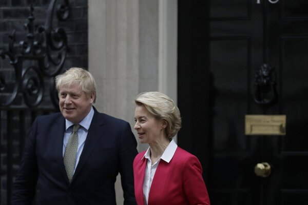 Johnson a Leyenová na Downing Street 10.