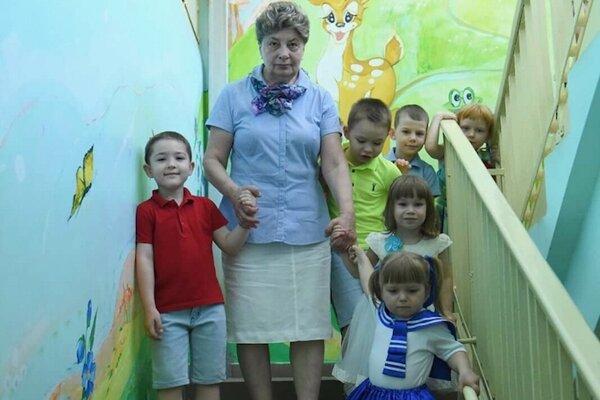 """Ekaterina so """"svojimi"""" deťmi"""
