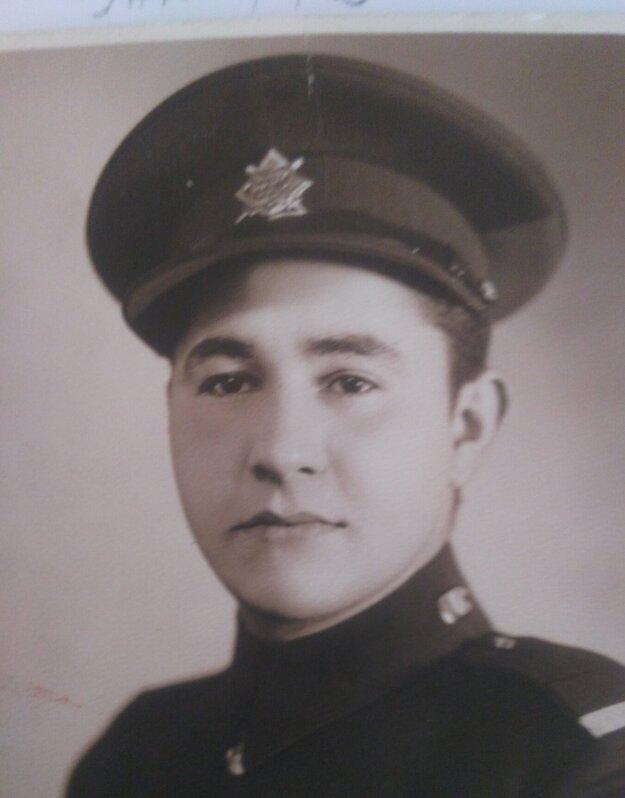 Gabriel Sidon ako vojak, 1933