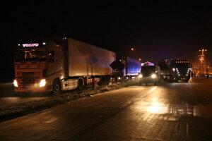 V nedeľu neskoro večer zablokovali kamióny hraničný priechod Rusovce - Rajka.