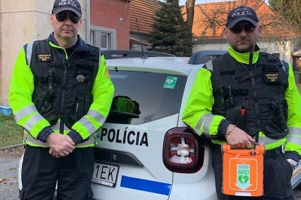 Policajti záchranári