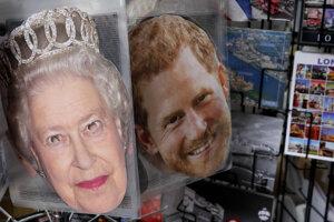 Party masky kráľovnej Alžbety II. a princa Harryho v novinovom stánku v LOndýne.