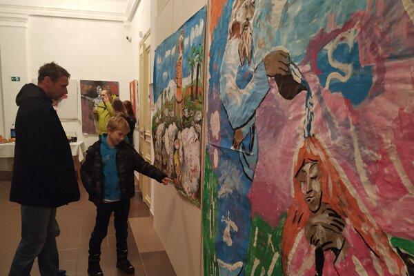 Výstava je pestrá najmä rôznorodosťou výtvarných štýlov.