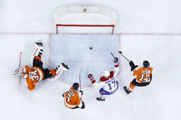 Iľja Kovaľčuk v drese Montrealu po strelenom góle do siete Philadelphie.